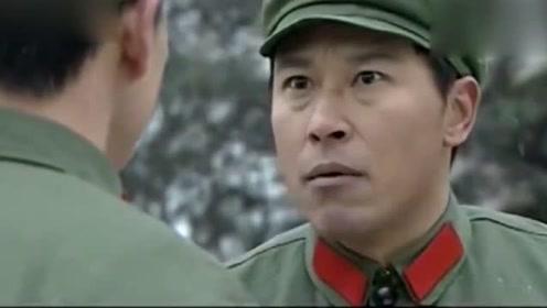 穷父亲到军校看儿子,儿子却嫌丢人不认,怎知父亲被老战友认出!