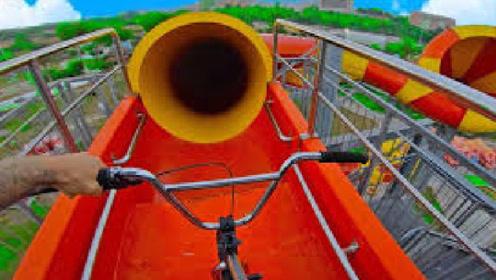 牛人水上滑梯骑单车,场面极度震撼,网友:一时挑战一时爽!