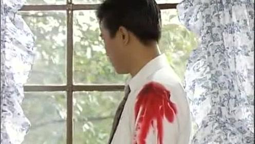 洪日昇被心怡开枪打伤,结果躲在房间流泪,真场面真让人心疼
