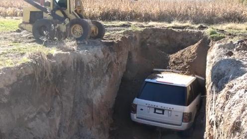 大叔将奔驰车埋地下3年,难道交不起停车费?重见天日后太霸气了