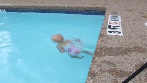 2岁小宝宝游泳,进入水里就如同小鱼一样,这天赋太强大了