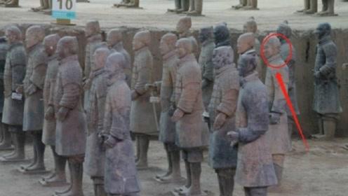 兵马俑现世第一个会动的士兵,武警紧急出动,网友:穿越了?