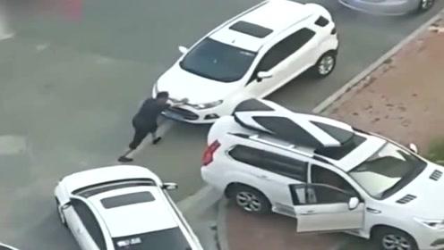 """哈弗H9被困停车位,看司机""""神操作"""",不是拍下谁信!"""