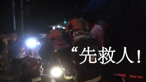 车祸救援现场消防员手指被铁皮割伤 忍痛大喊:别管我,先救人!