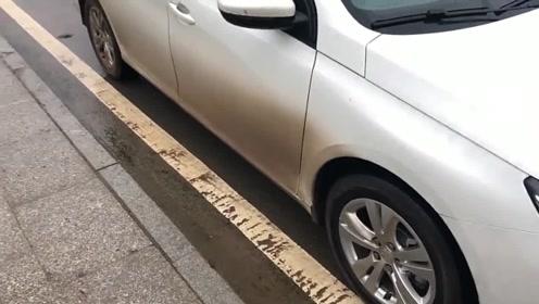 在车内如何掌握车轮位置?老司机:看这里就行