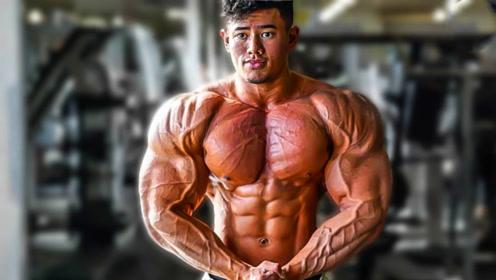 23岁亚裔小伙健身7年!全身强壮到青筋暴突,肌肉已逐渐兽化!