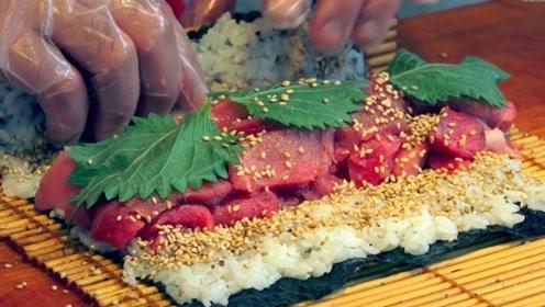 日本街头的寿司卷,一份1000日元排队买,食客看的口水直流