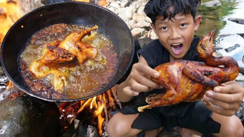 荒野美食:小屁孩户外独享美食,直接抱着啃看饿了