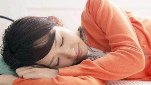 """睡前的这个坏习惯,可能会增加""""老年痴呆""""几率,希望尽早改正"""