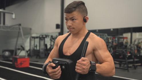 最年轻的肌肉巨兽,17岁练出拉丝肌肉,撸铁强度不输给健美选手