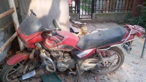 """悄悄告诉你,废旧摩托车特别""""值钱""""!内行人:当废品卖掉很可惜"""