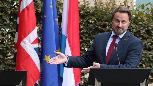 太狠了!英首相缺席新闻发布会 卢森堡首相不撤演讲台还批评他