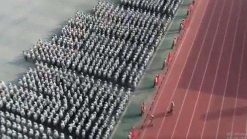 整齐划一! 六安3000名中学生军训上演活字印刷表白祖国