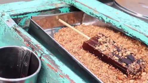 """印度的奇葩雪糕,直接用手从大桶里""""挖"""",看见就反胃!"""
