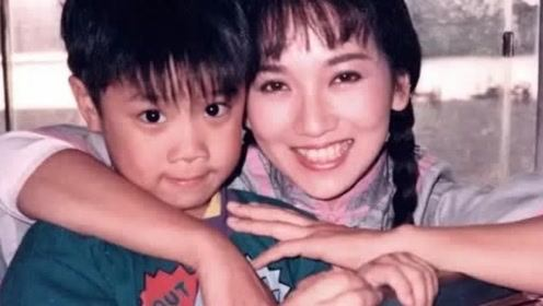 他2岁出道搭档潘迎紫,两次饰演赵雅芝儿子,如今37岁转行经商