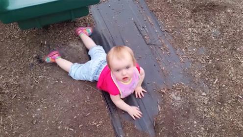 搞笑萌宝:滑滑梯是克星!这不,萌宝又被摔了!