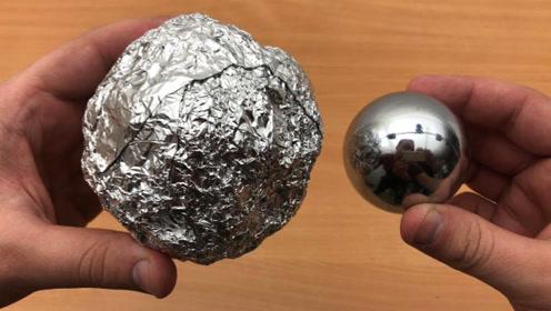 老外突发奇想,将锡箔纸强行敲成球状,结果让人看懵!