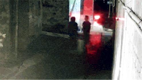 男子深夜巷口按倒少女隔衣袭胸称:你被盯上了,跟我走!