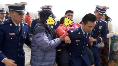 120吗我119!女游客翻折多山高反摔破头,消防员偶遇紧急求助
