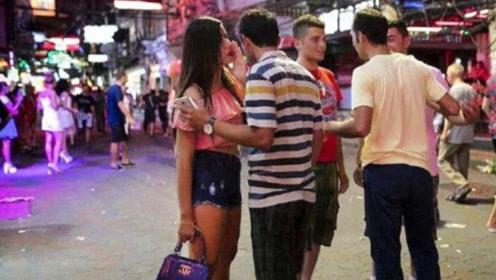 中国小伙到泰国,晚上在街头看到这一幕:难怪此地被誉为天堂