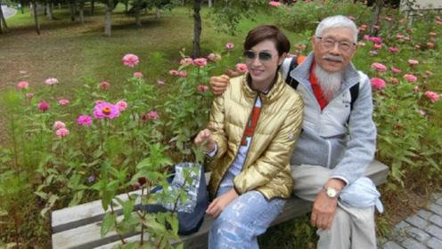 陈法蓉带着父亲长春游玩 老爷子胡子虽白 精神矍铄