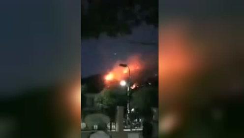 连云港花果山突发山火 燃烧面积约两千亩