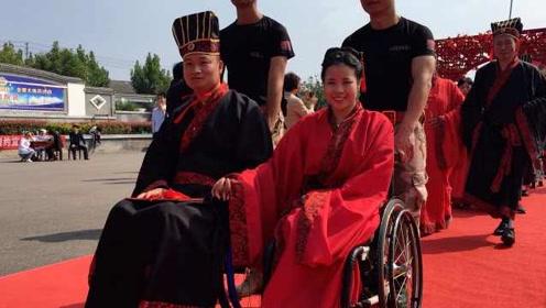 暖心!爱心人士为35对残疾人办集体汉式婚礼,上千志愿者参加