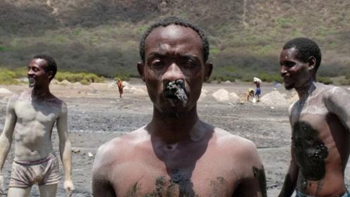 非洲挖盐人干三年,眼睛变瞎耳朵变聋,却还有人坚持干下去