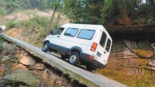 敢开手动挡车上村中陡坡的,绝对是老司机
