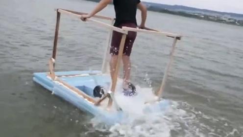 将平衡车装泡沫板上,可以在水上行驶吗?看到下水的那一刻惊呆了