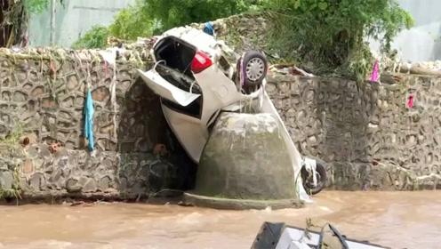 印度季风强降雨引发洪水,造成上百人死亡