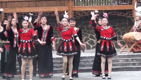 """贵州最""""神奇""""的部落,参观新桥苗族,姑娘们太好客了!"""