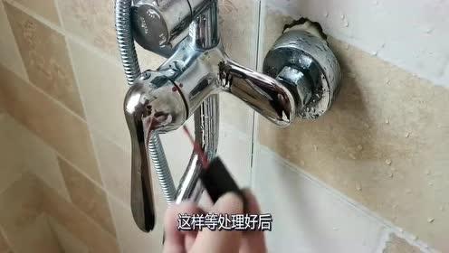 沐浴水温不稳定,男子找瓶指甲油就搞定!