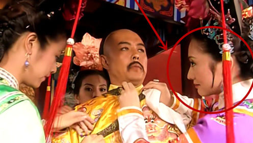 """还珠:紫薇给皇上穿衣服时,为何令妃要""""瞪""""她一眼?女人的直觉"""