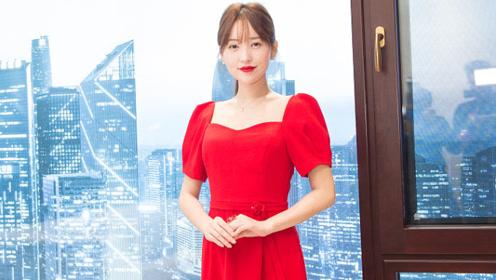 36岁金莎一袭红裙明艳大方 唱响《星月神话》感动满满
