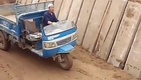 作为一个民工!会开山轮车,是再平常不过的了!