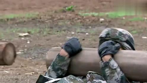 利刃出鞘:抱大树干仰卧起坐,搬轮胎,抱树干跨栏,这都是基本!