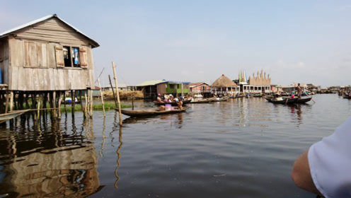 """世界最大的水上村庄,3万人生活在水上,被称为""""非洲威尼斯"""""""