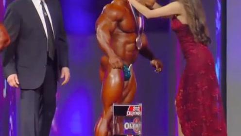 身高仅有1米65健美7连冠,肌肉秒杀众人,视施瓦辛格为偶像