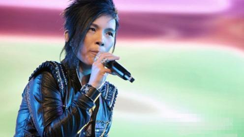50岁潘美辰再唱经典老歌,中性风格受争议32年!容颜不改像小伙子