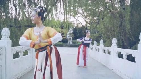 一首戏曲风《清平乐》,古装美女轻歌曼舞,舞姿尽显优雅!