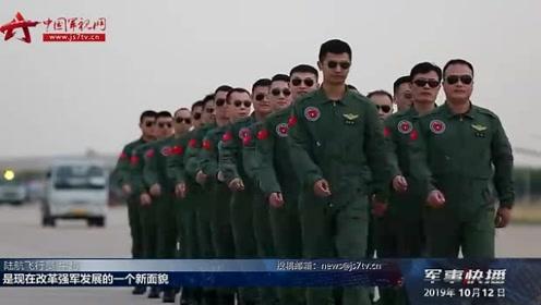 """直博会迎来公众开放日 军用直升机登顶""""最热展位"""""""