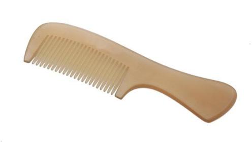 梳子上都是头发油腻腻的,试试这个绝招,多脏的都能洗干净,真棒