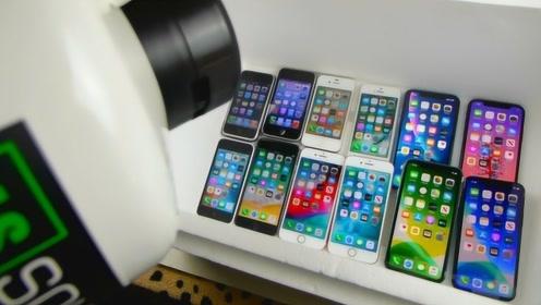 土豪老外做实验,将液氮倒在全系列苹果手机上,网友:太奢侈了!
