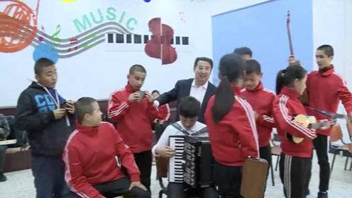 盲师特校组乐队,教学生盲弹钢琴过十级