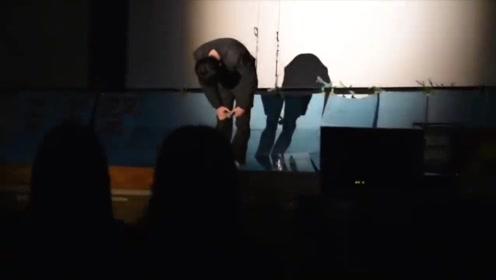 高中男生上台全场尽嘲笑,一开口整个学校安静了!唱功无敌!