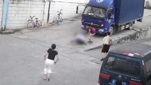 痛心!男童被卷入车底碾压身亡,司机自责痛哭:真的不是故意