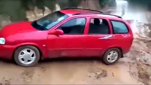 回老家的路上看到的,乐死我了,估计前面的司机都崩溃了!