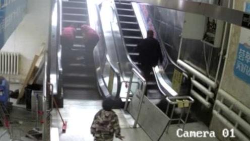男子掉电梯挡板后索赔,商场:怀疑他勒索