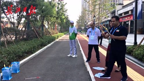 外国运动员在军运村玩嗨了!踢键子、投壶、套圈都是第一次玩!